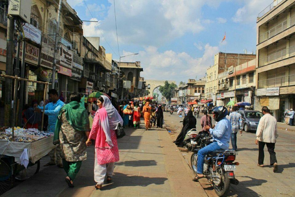 21 Hyderabad - Laad Bazar - Pathhargatti - Markets - Karnataka - India - Azure Sky Follows - Tania