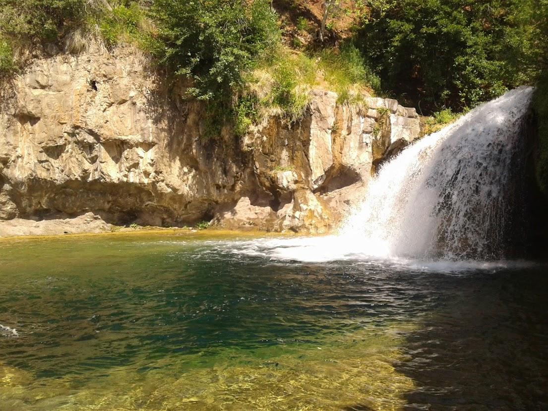 Waterfall on most popular hiking trail along Fossil Creek