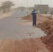 صورة مؤسسة أشغال صيانة الطرق ترمم طريق الامل المقطع كيفة ـ النعمة