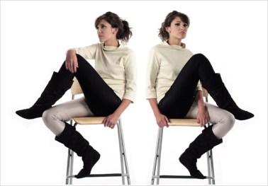 Calzas bicolor y polera blanca de Polychromatico