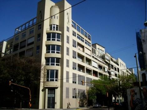 Edificio de oficinas de la zona
