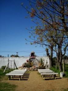 Capilla de oración en el exterior de la iglesia