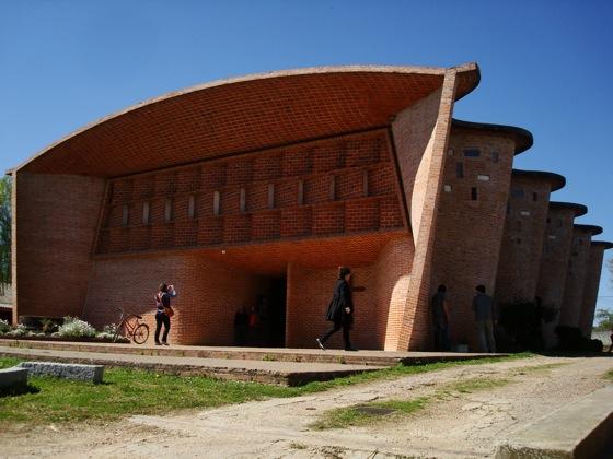 Iglesia en Atlántida, obra de Eladio Dieste