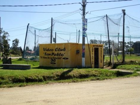Videoclub sobre la ruta en Atlántida