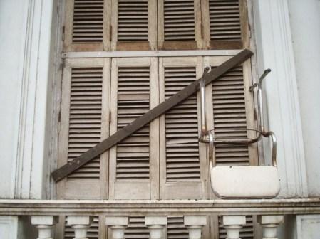 Sosteniendo una ventana de Paraná
