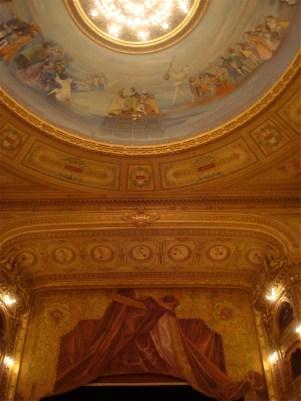 Fragmento del fresco del techo y del escenario