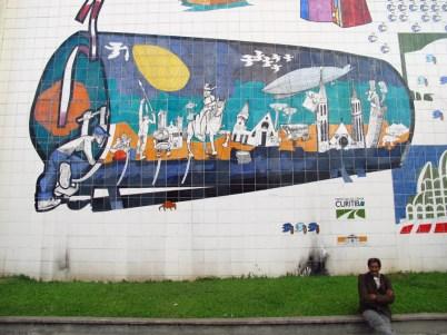 Mural en la calle en el centro de Curitiba