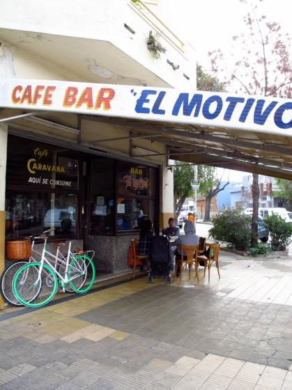 Puerta del bar El motivo en Villa Pueyrredón. Foto
