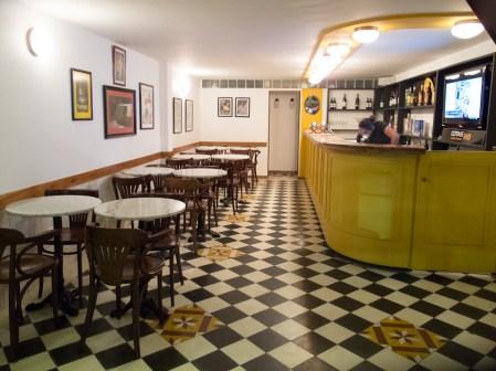 Interiores del bistró Mosaico en Santa Cruz. Foto