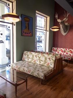 Living del café República en Santa Cruz. Foto