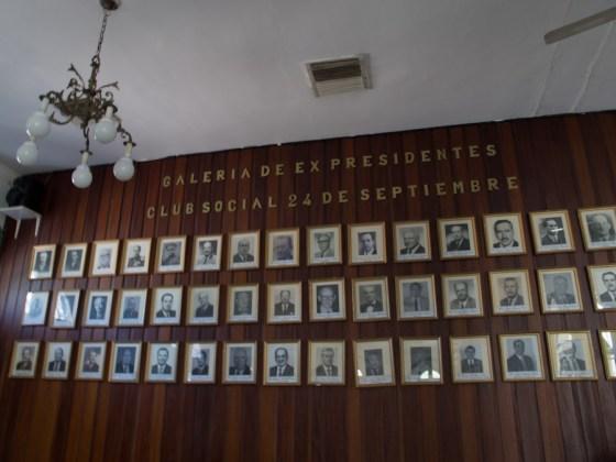 Pared de presidentes del Club social 24 de septiembre en Santa Cruz de la Sierra. Foto
