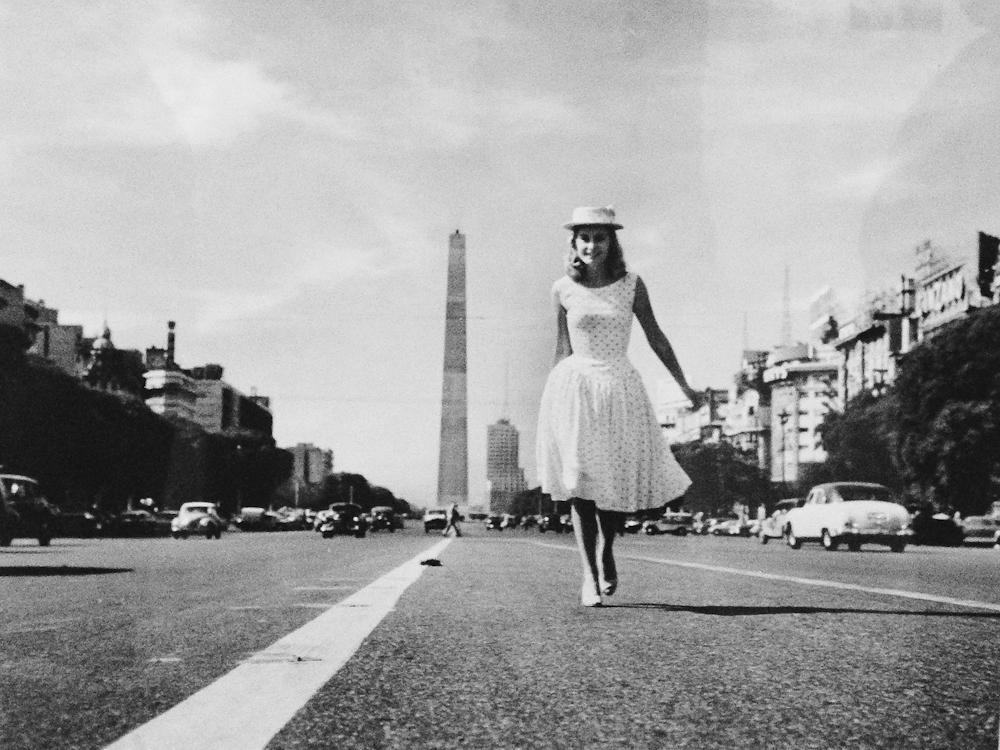 Sin título, foto de Annemarie Heinrich con el obelisco de Buenos Aires. Foto