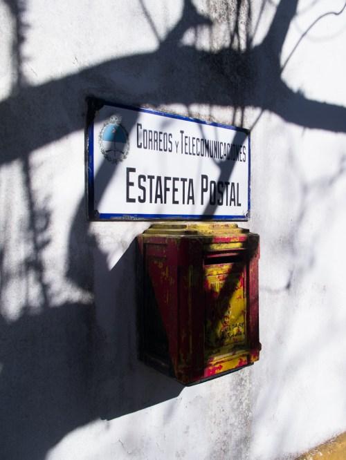 Estafeta postal en el Centro Cívico de la isla. Foto