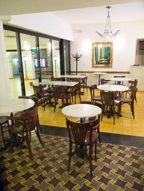 Piso del restaurante del Cine Palace en Santa Cruz de la Sierra, Bolivia. Foto