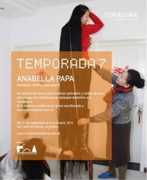 Flyer sobre la experiencia de la artista en Curadora Residencia