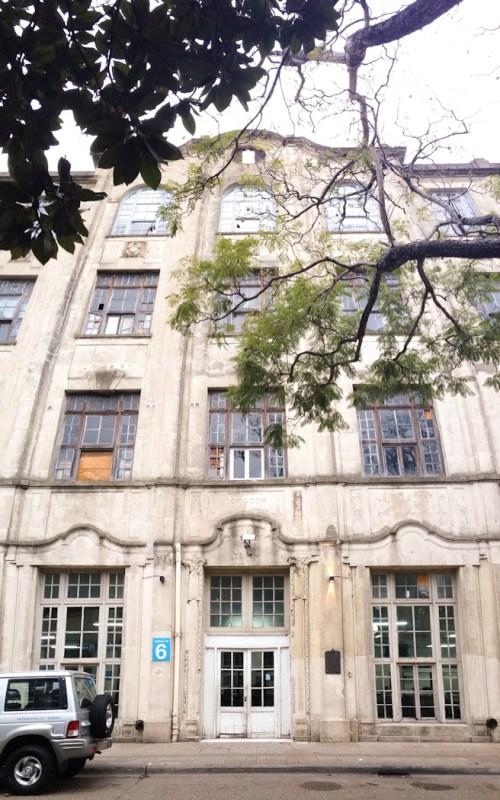Frente del ex-hotel. El tercer piso funciona como sede del Muntref. Foto