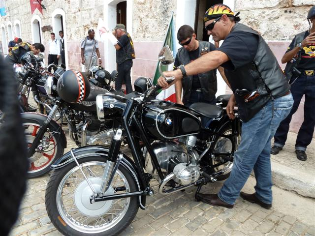 cuban-bikers13