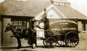 A-horse-drawn-mobile-dispensary-outside-Ilford.