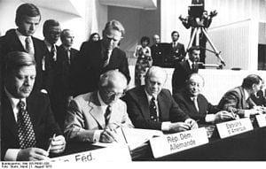 Signing the Final Helsinki Act