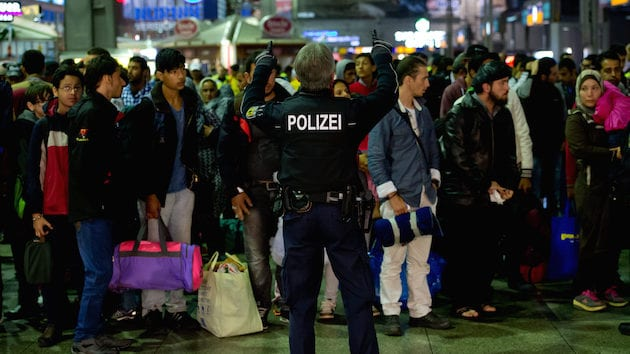 Sept. 13, 2015 - Munich, Bavaria, Germany - Refugees, recently arrived by train, stand on a train platform, accompanied by police men, at the central train station in Munich, Germany, 13 September 2015. Photo: Sven Hoppe/dpa (Credit Image: � Sven Hoppe/DPA via ZUMA Press)