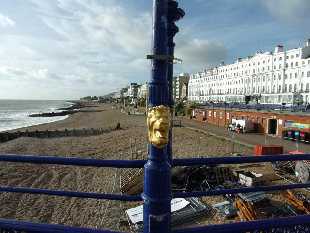a gold embossed lion on a lamp post'