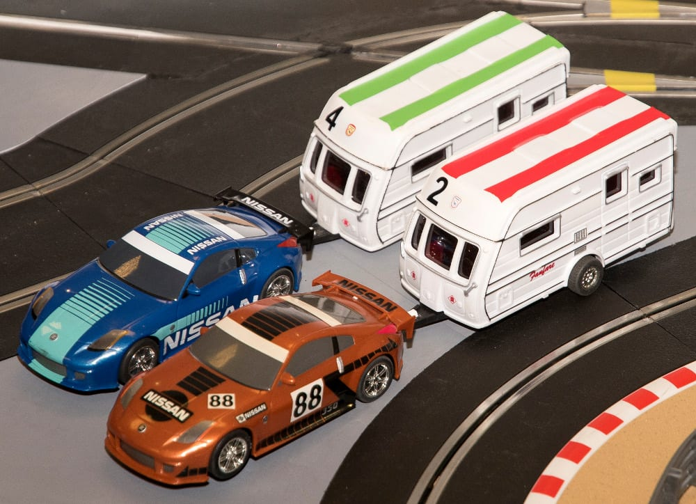 Slot car caravans