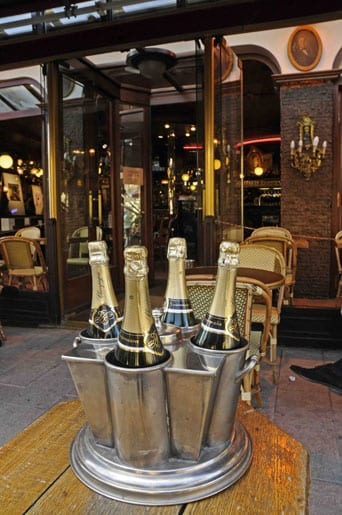Champagne at the Café du Palais in Reims ©Frederic de Poligny
