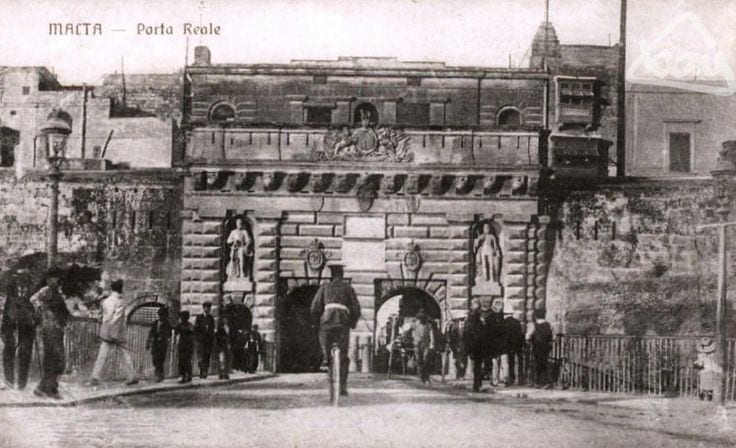 the regal Porto built by the Knights as Valletta's entrance, later named Kingsgate by the British.