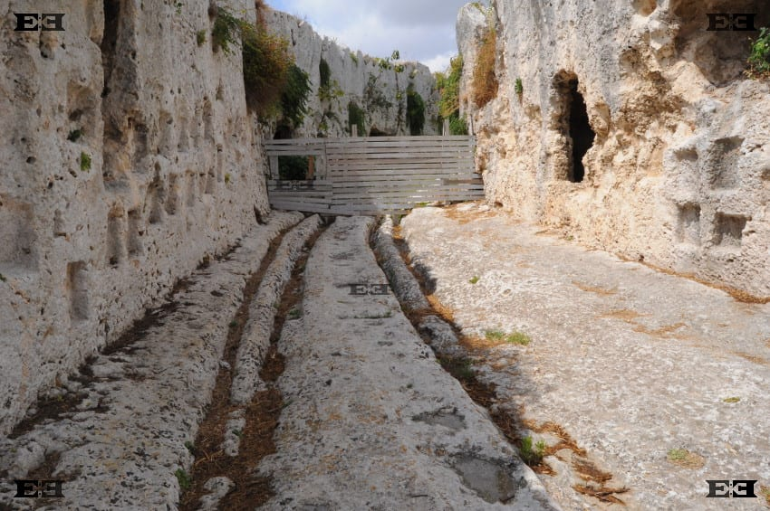 the-mysterious-cart-ruts-also-found-in-syracuse-in-sicily