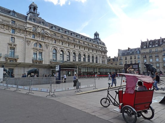 a-velo-taxi-waiting-for-tourists-infront-of-the-museum