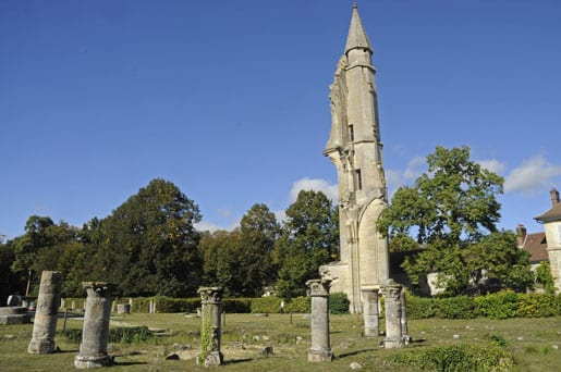 -the-church-ruins-of-royaumont-abbey