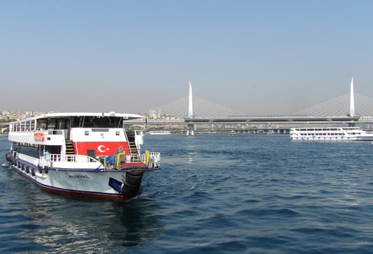 Cruise-boat-on-the-Bosphorus