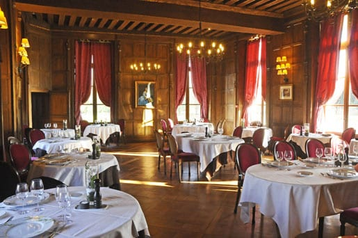 The-gastronomic-Jacques-Coeur-restaurant-of-the-Chateau-dAugervill