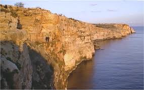 -Ghar-Hassan-set-in-the-cliff-face