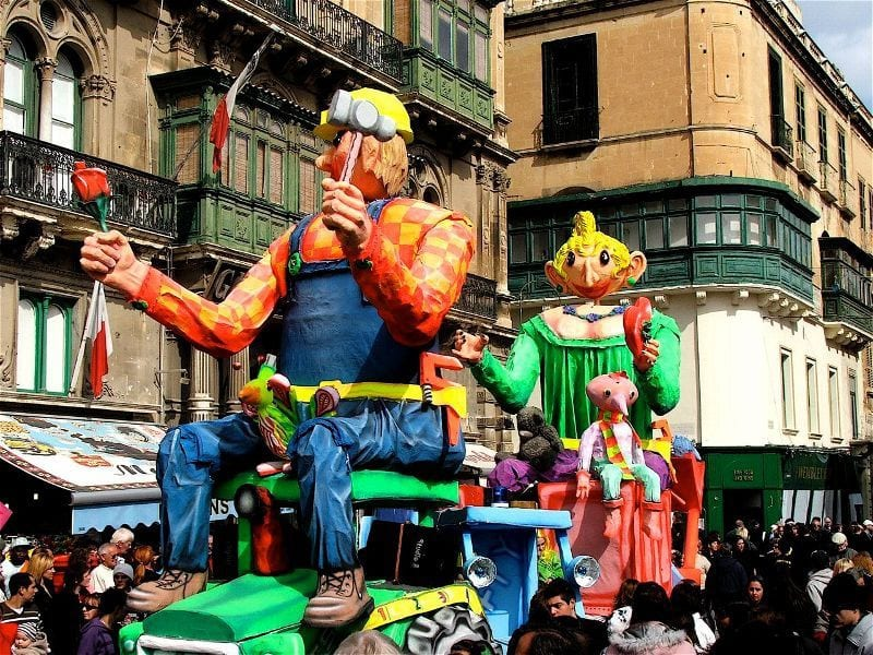 -Carnival-float-mechanised-and-active.