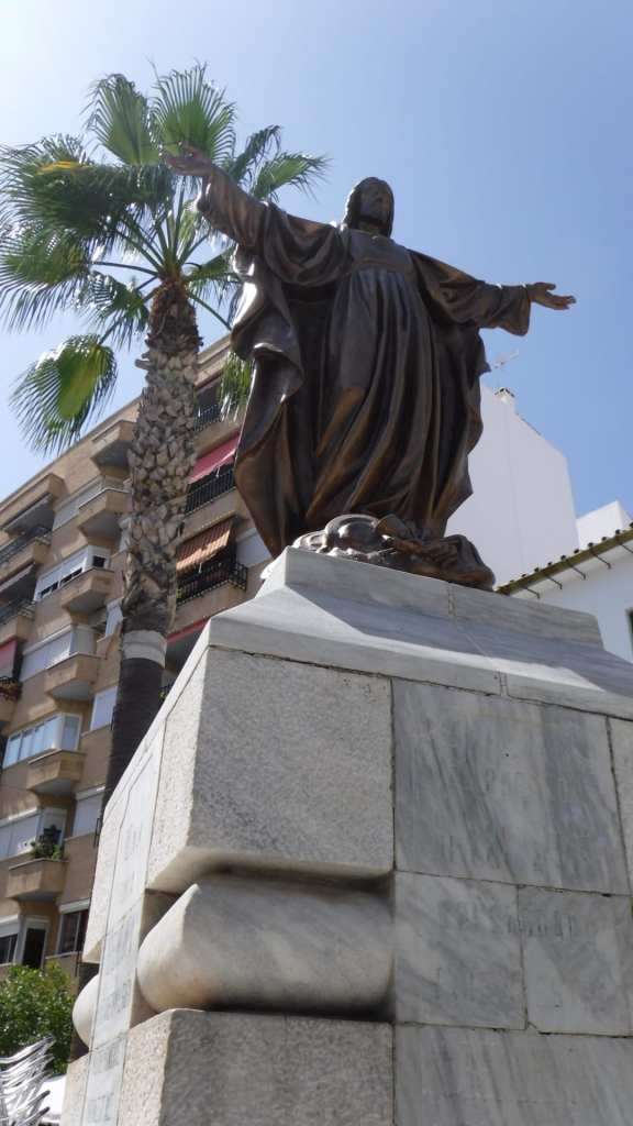 Pic Wonderful statues grace the streets of Coin