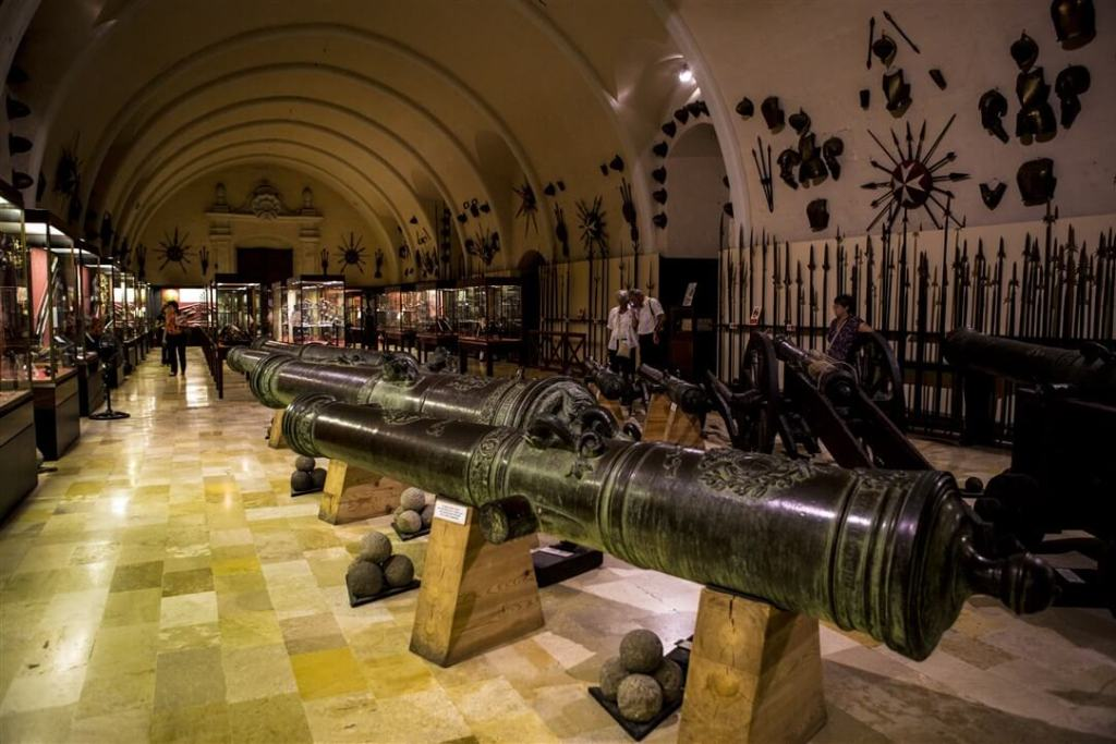 MalDia A display of cannons at the Armoury