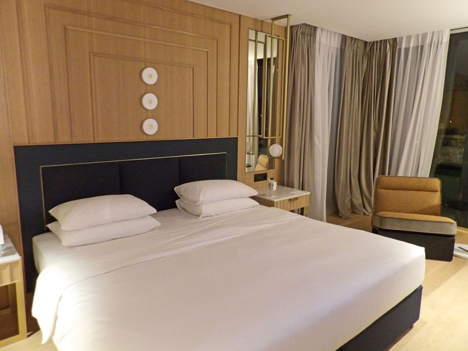Huge luxury rooms and suites at Athens Grand Hyatt