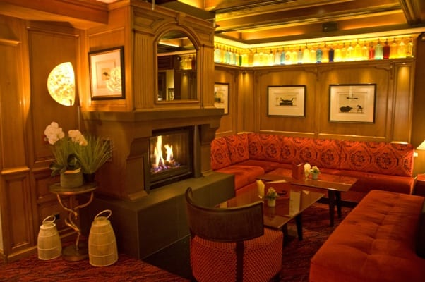 Fireplace of the lounge bar of Parc Hotel