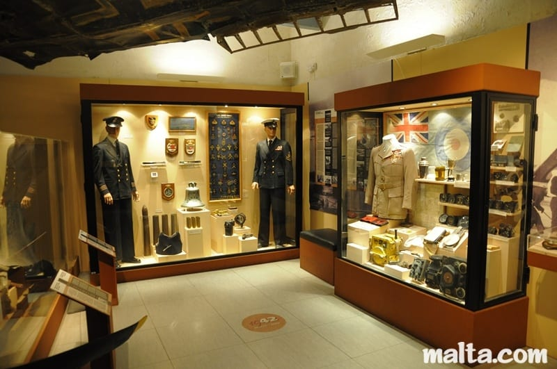 MalDia The National War Museum with British uniforms on display