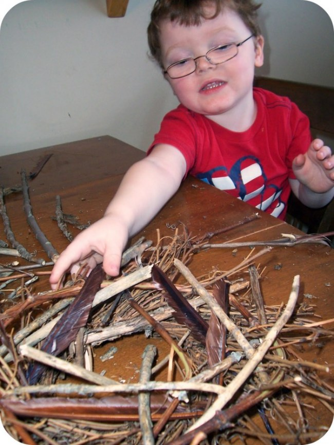 Making a Twig Nest Centerpiece Easter Craft at B-InspiredMama.com