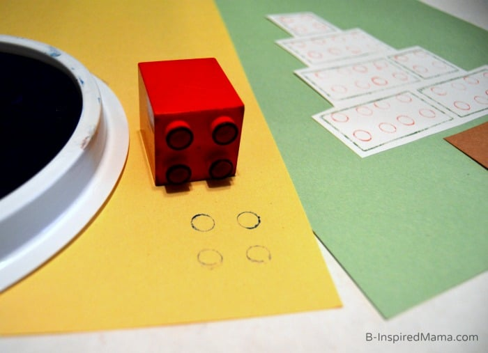 Stamping LEGO DUPLOs to Make An Easy Kids Christmas Craft [Sponsored by LEGO] at B-Inspired Mama