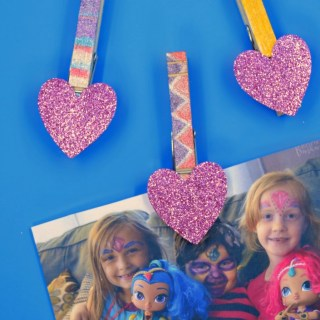 Glittery DIY Magnet Photo Clips