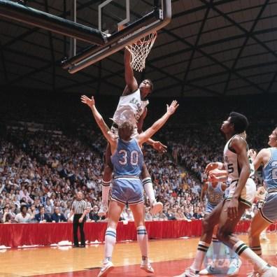 Magic Johnson claque un dunk en finale NCAA 1979