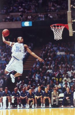 Vince Carter au dunk - North Carolina (c) Pinterest