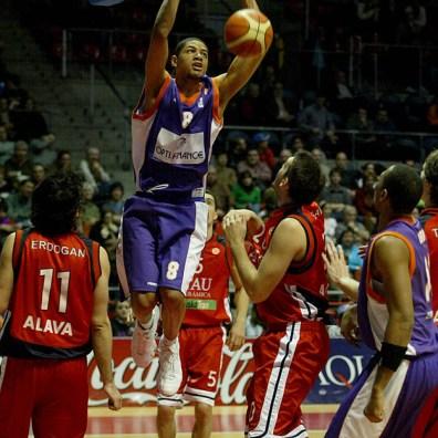 batum au dunk avec le MSB 2 (c) basketactu com
