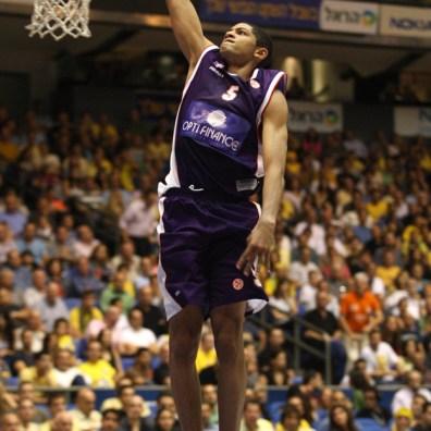 batum au dunk avec le MSB 3 (c) basketactu com