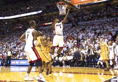 Playoffs 2013 : Lebron James libère le Heat sur un lay-up main gauche au buzzer, match 1 – Finale Est