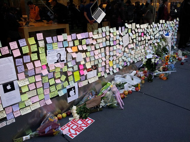Memorial for Steve Jobs at Apple Store in SF_3