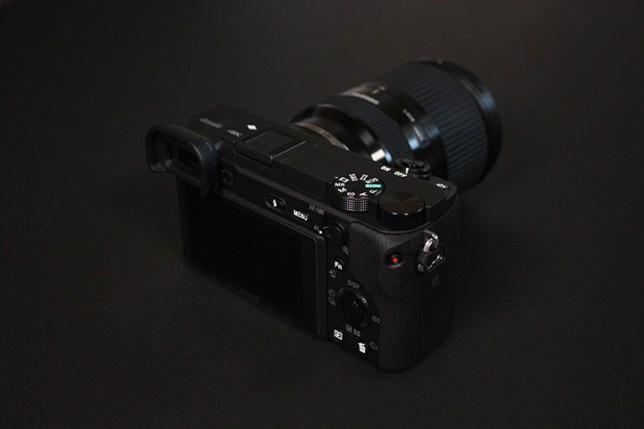 Sony α6400 + TAMRON 18-200mm F/3.5-6.3 Di III VC-モニタ側